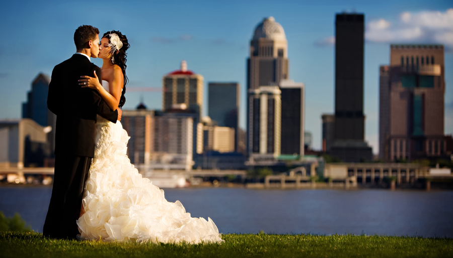Here Are Some Fabulous Louisville Weddings You Can See The Pictures And Read Real Wedding Stories Below Kentucky S Largest City Offers Vast Variety